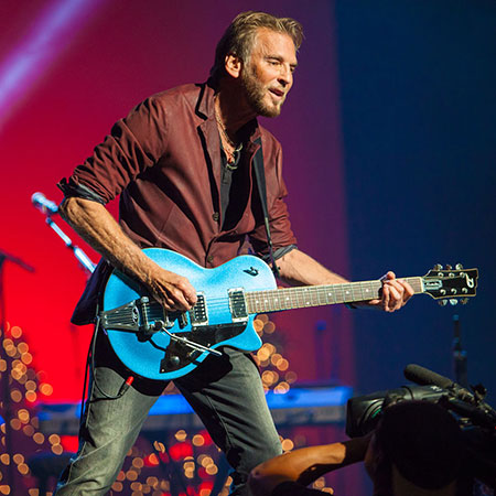 Kenny Loggins performing at Unity Event